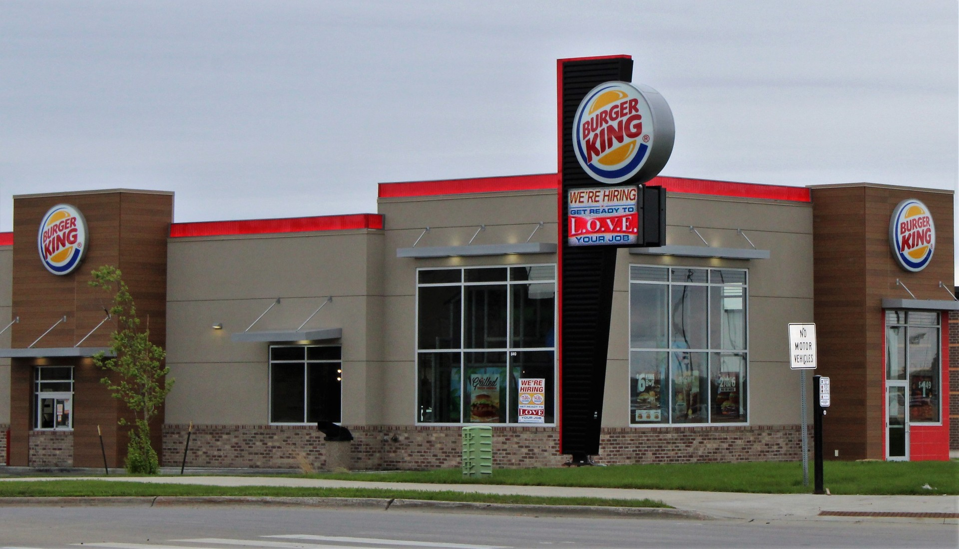 Burger King in Fargo North Dakota with exterior of stucco and brick with red accents