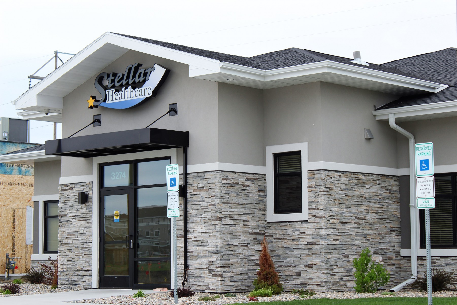Front entrance of Stellar Healthcare in Fargo North Dakota showing exterior dry-stacked stone and stucco work by OTXteriors