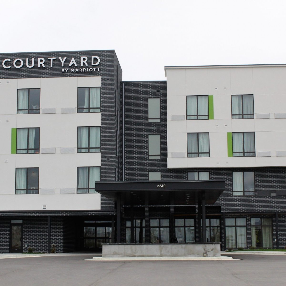 Courtyard by Mariott front lobby entrance with EIFS stucco by OTXteriors Fargo